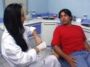 Dentista Safada Dando pro Paciente no Consultorio