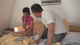 Pai transando com a filha gostosa